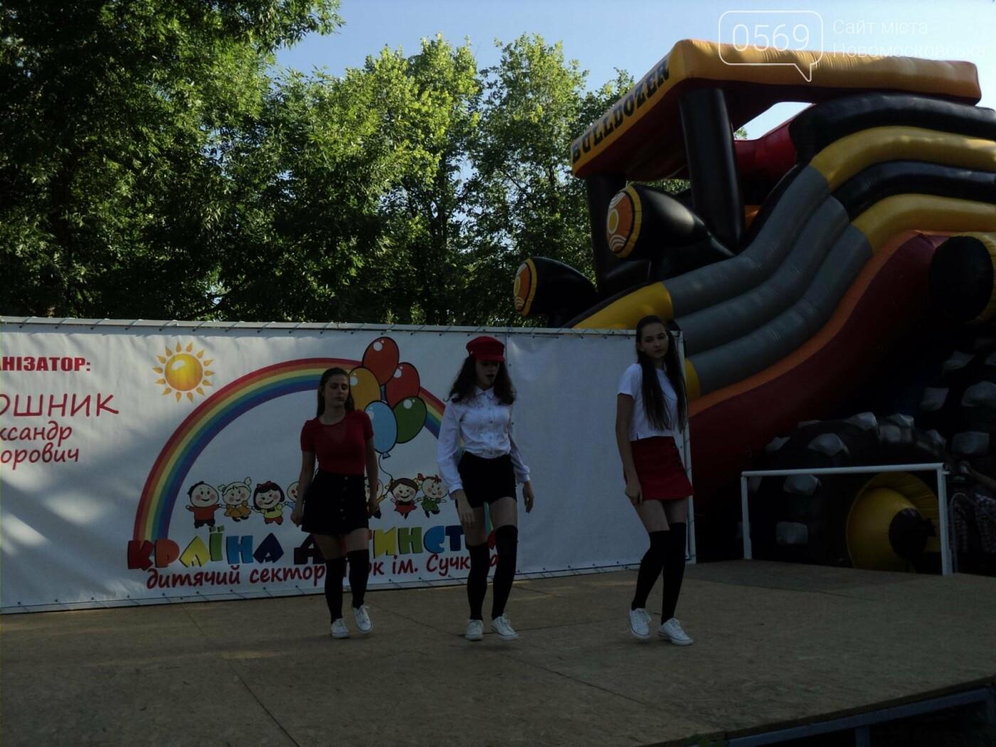 Юні артисти Новомосковська влаштували яскравий концерт до Міжнародного дня захисту дітей, фото-3