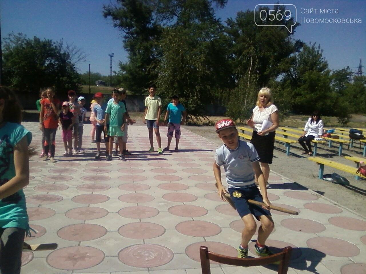Новомосковські школярі пограли в хокей зі шваброю , фото-3