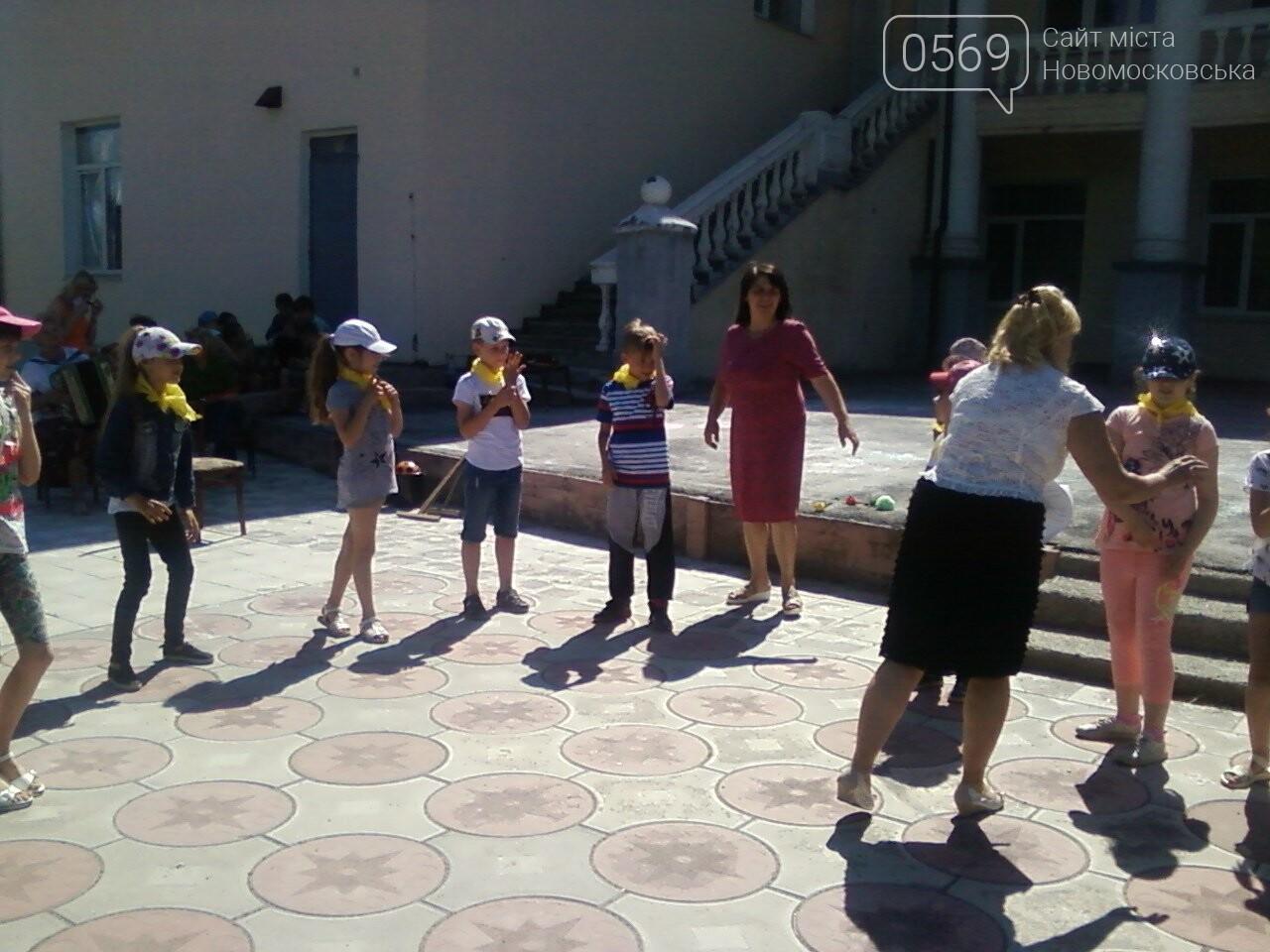 Новомосковські школярі пограли в хокей зі шваброю , фото-2