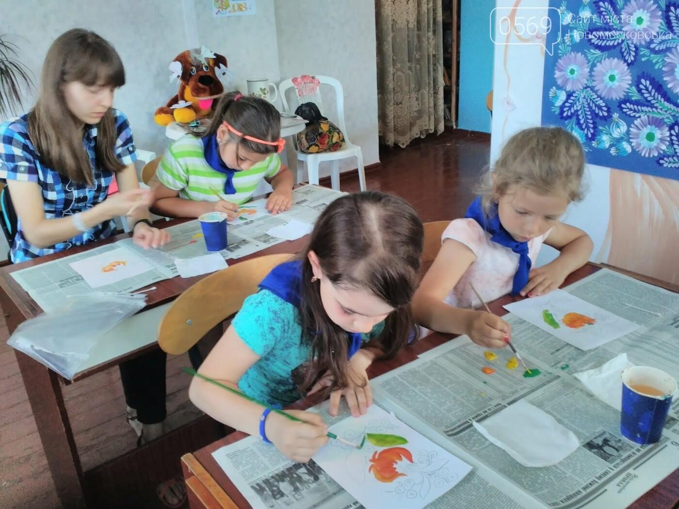 Новомосковські школярі опановували петриківський розпис, фото-1