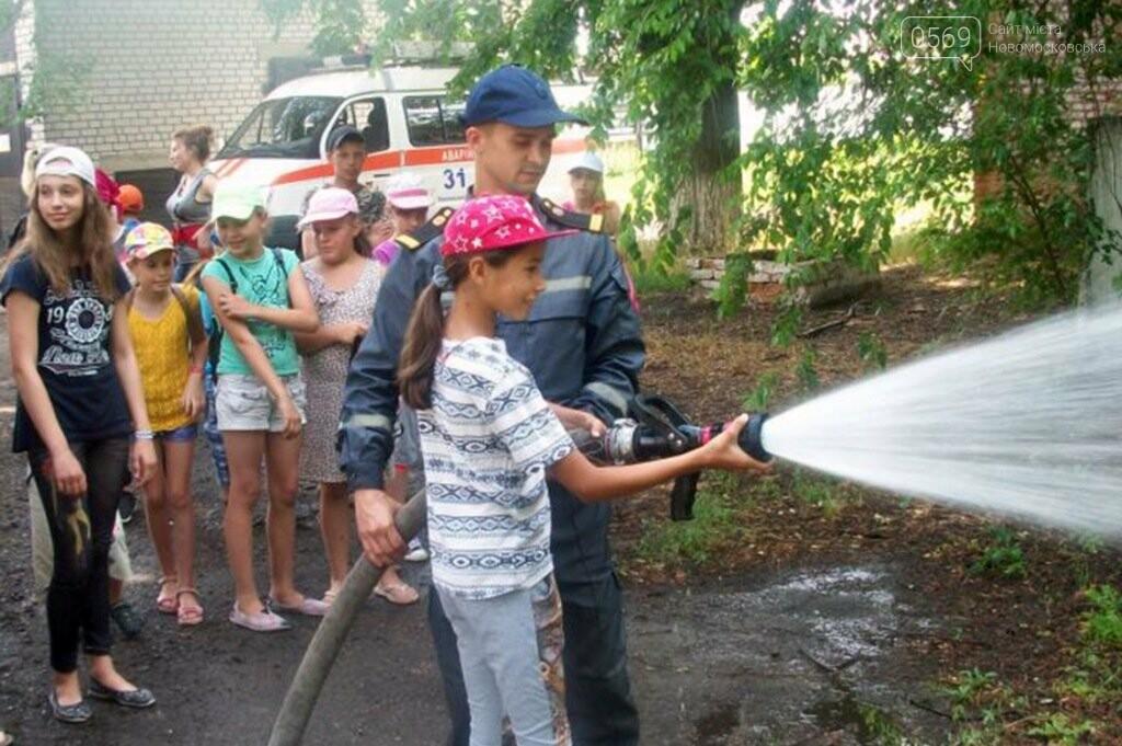 Новомосковські школярі побували в гостях у рятувальників , фото-4