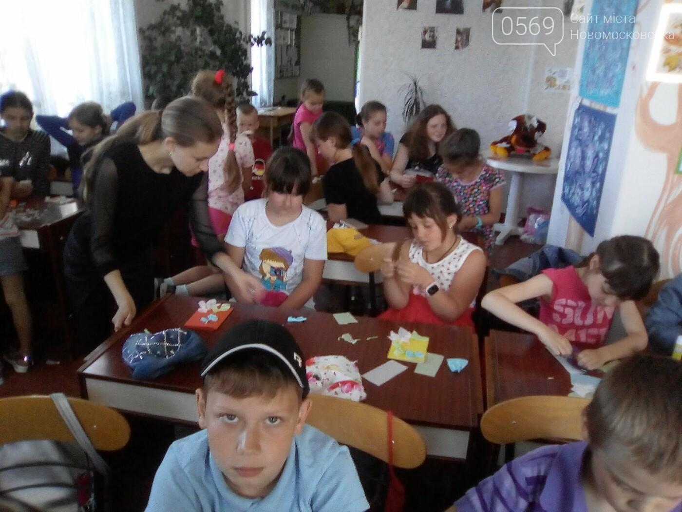 Новомосковські школярі створили паперовий квітник, фото-2