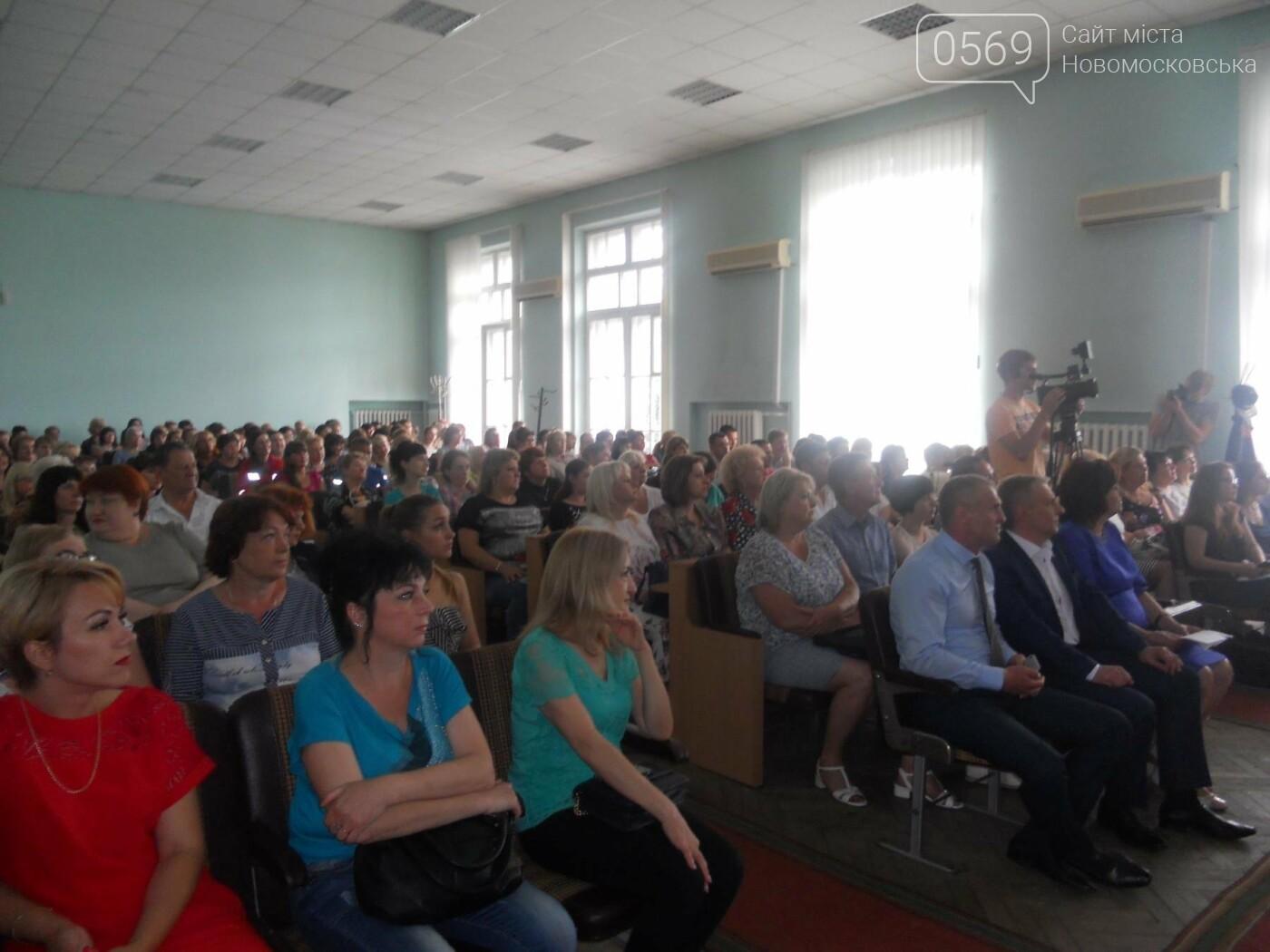 Новомосковських медиків привітали з професійним святом, фото-1