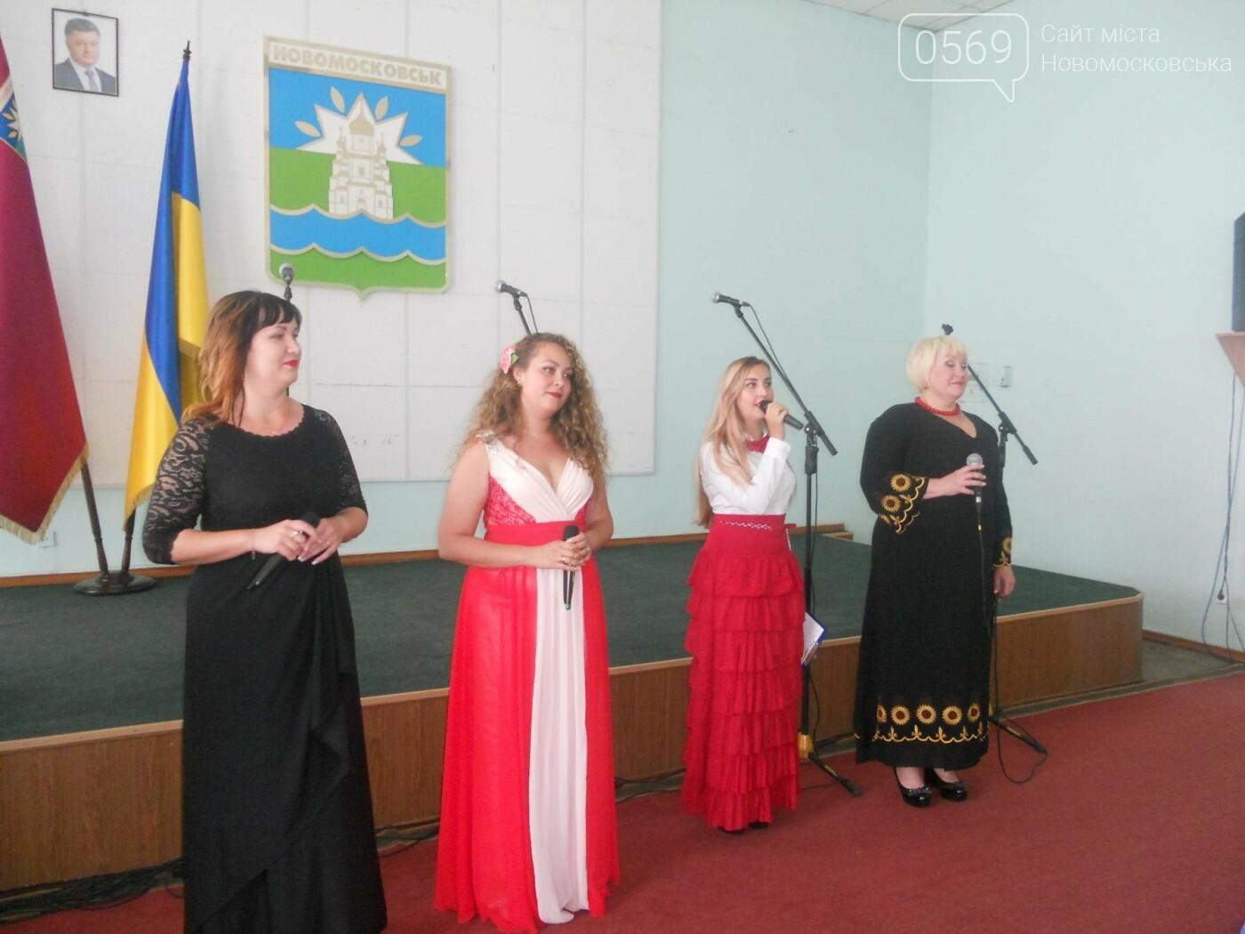 Новомосковських медиків привітали з професійним святом, фото-7