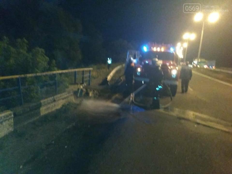 Масштабна ДТП на Новомосковщині: вантажівка впала з мосту на залізничні колії, фото-3