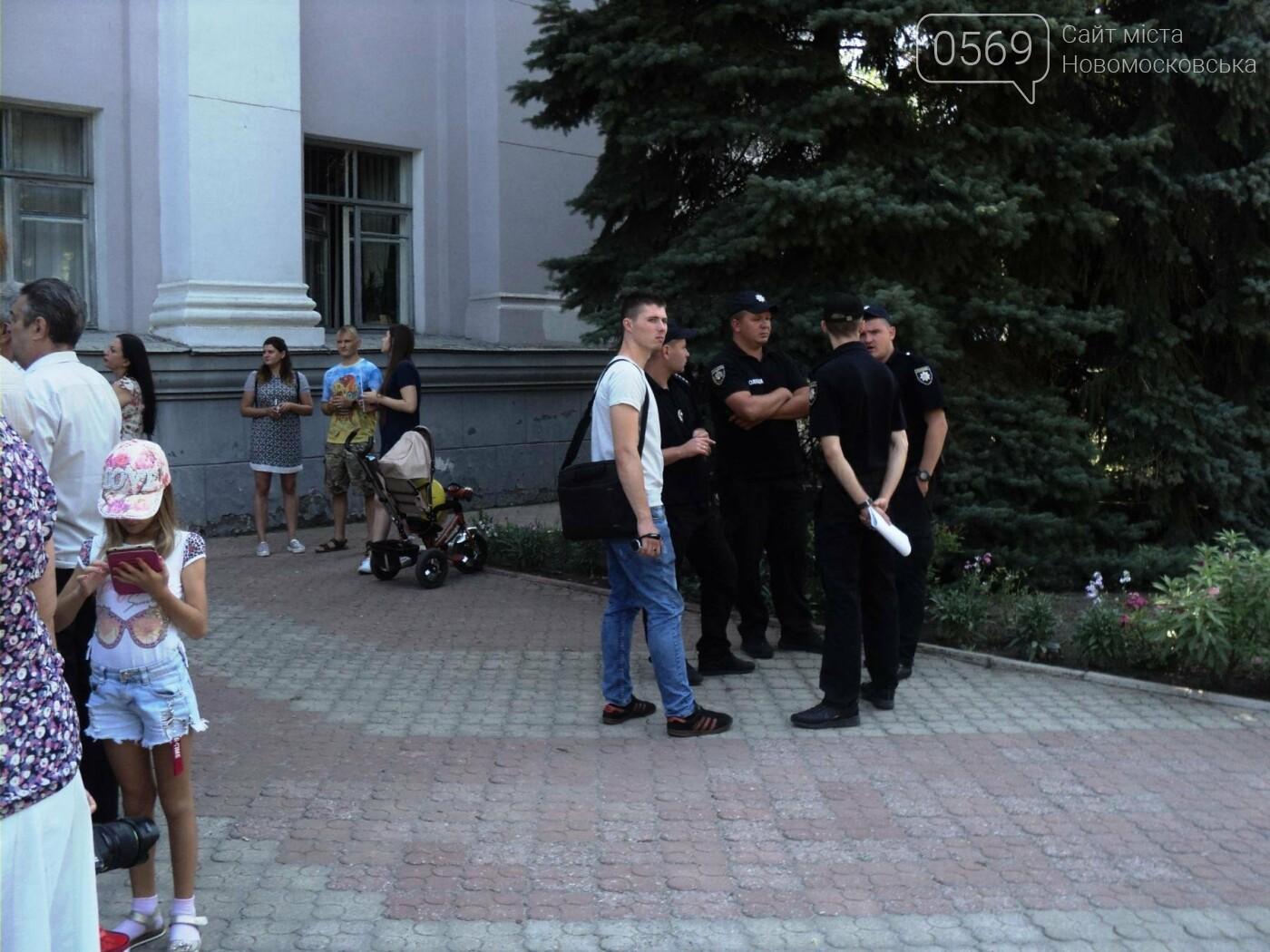 Біля будівлі мерії Новомосковська протестували ветерани, фото-1
