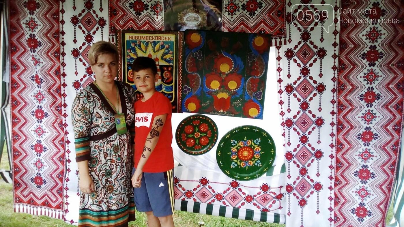 Новомосковські майстрині з Миколаївського розпису взяли участь у всеукраїнському молодіжному форумі, фото-5