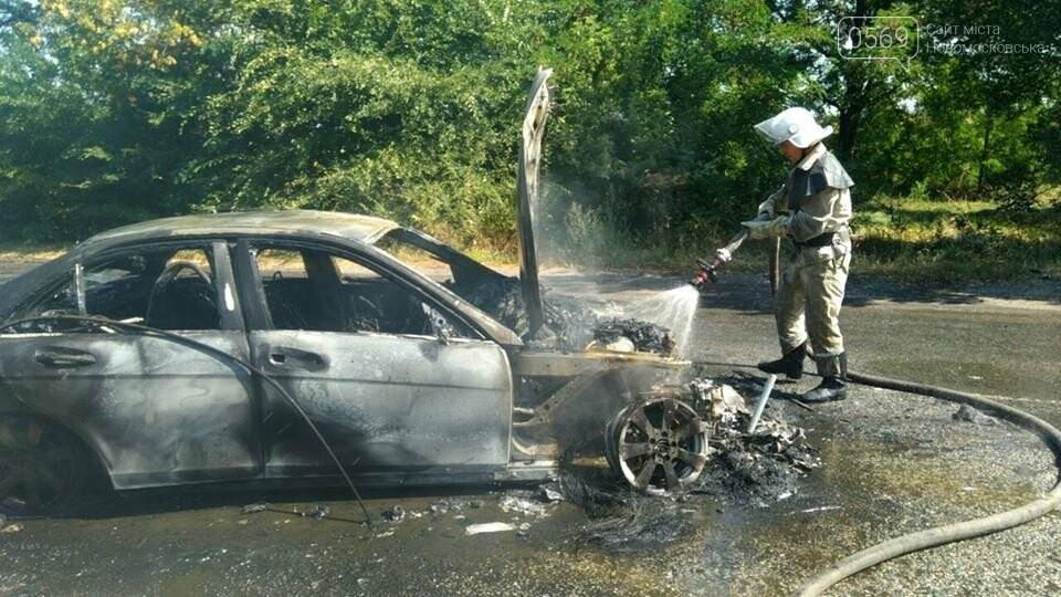 На Новомосковщині згорів автомобіль, фото-2