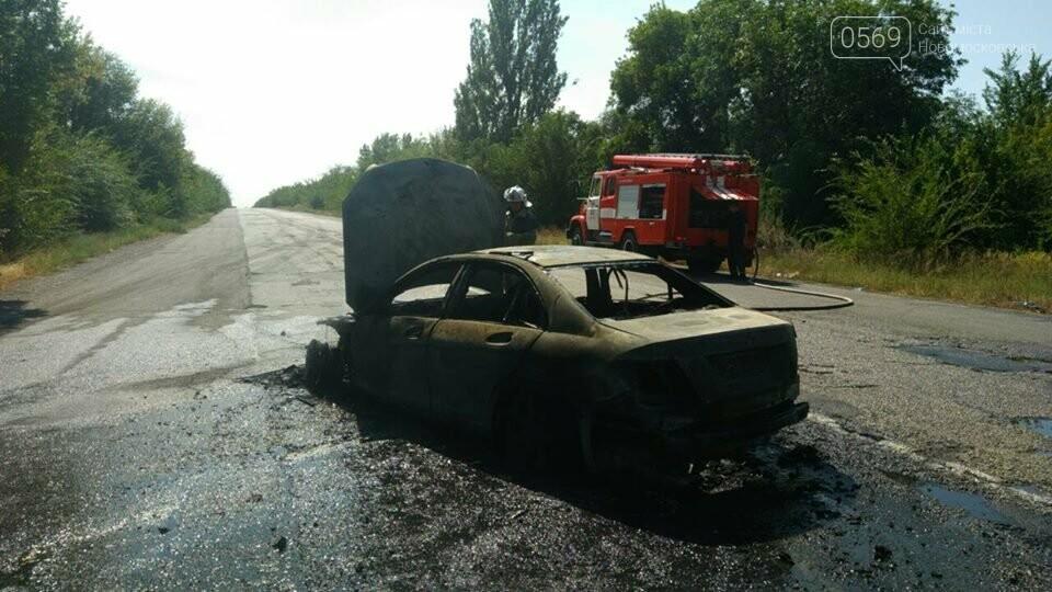 На Новомосковщині згорів автомобіль, фото-1