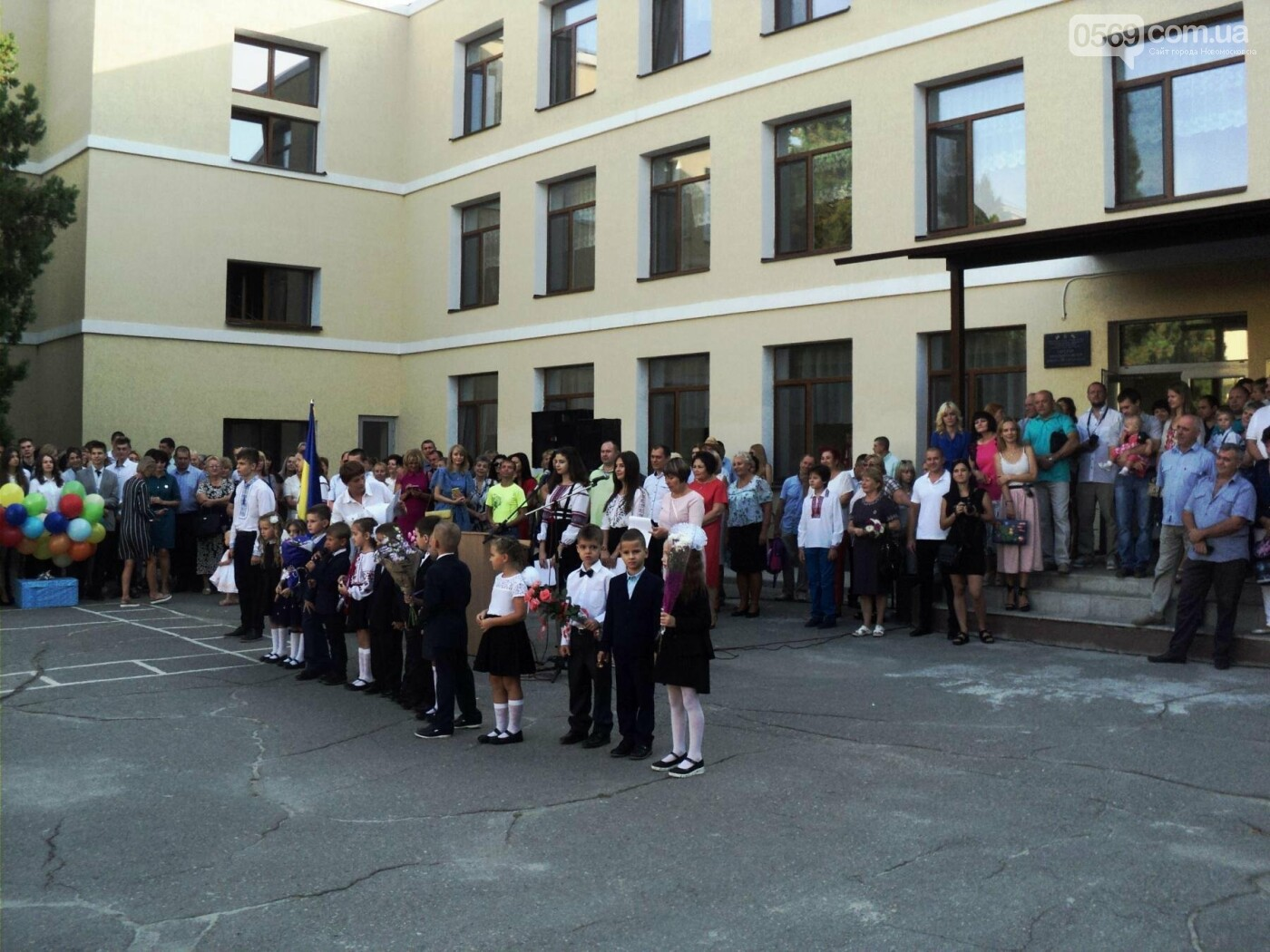 В новомосковських школах пройшли урочисті лінійки, фото-7