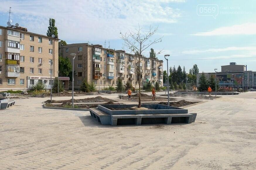 «Музичний» фонтан і японські сакури: у Новомосковську завершують реконструкцію центральної площі міста, фото-1