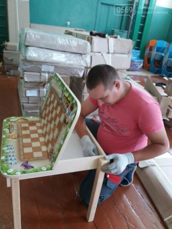 Школи Новомосковщини повністю забезпечили підручниками та новими партами для першокласників, фото-4
