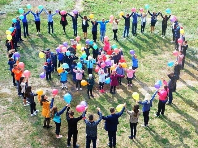 Новомосковські школярі влаштували флешмоб до Дня усиновлення, фото-3