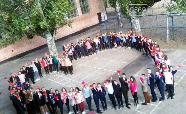 Новомосковські школярі влаштували флешмоб до Дня усиновлення, фото-1