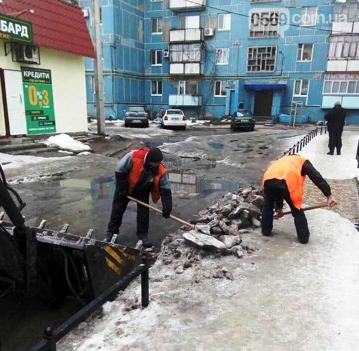 З вулиць Новомосковська прибирають кучугури злежаного снігу, фото-2