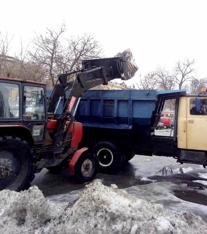 З вулиць Новомосковська прибирають кучугури злежаного снігу, фото-1