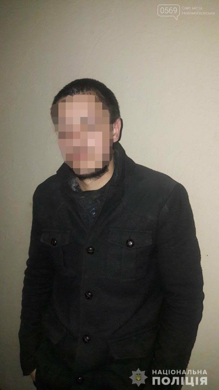 У Новомосковську чоловік розбив вітрину магазину та намагався побити продавця, фото-1