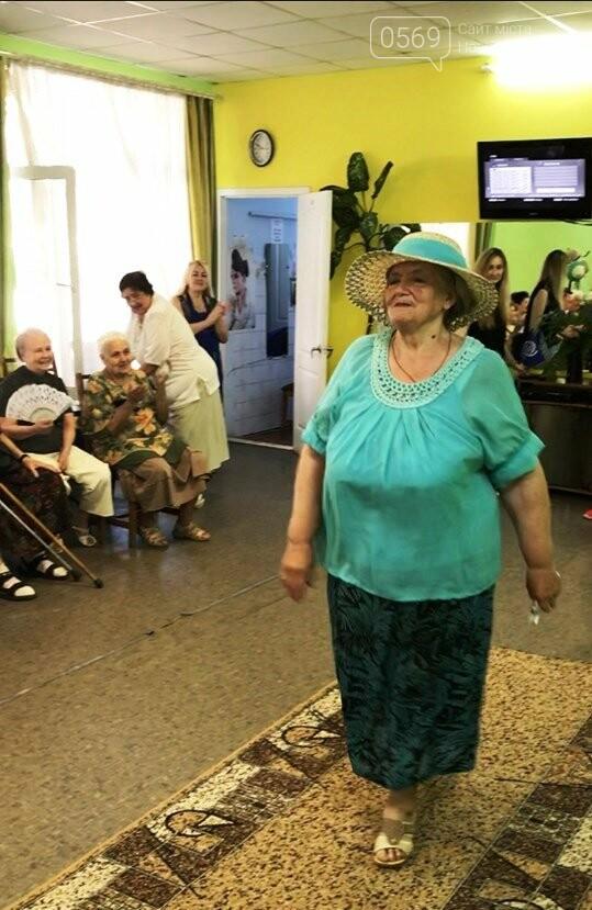 У Новомосковську пройшов показ моделей одягу для літніх людей, фото-4