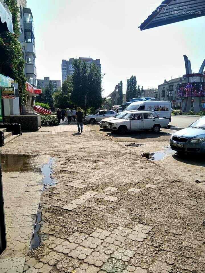 У Новомосковську розігнали стихійну торгівлю у центрі міста, фото-1