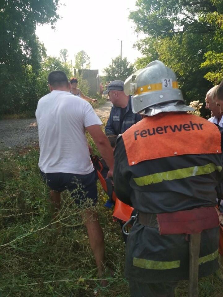 У Новомосковську рятувальники доставали водія з машини за допомогою гідравлічних ножиць, фото-1