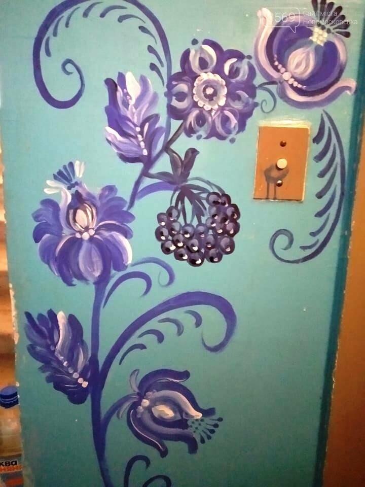 У Новомосковську на стінах під'їзду однієї з багатоповерхівок з'явилися дивні українські орнаменти, фото-5