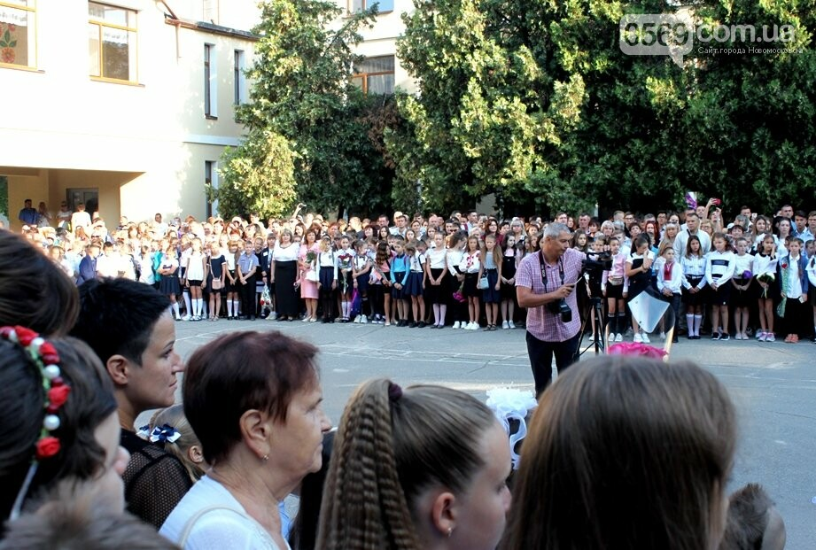 В школах Новомосковська пройшли урочисті лінійки, фото-3