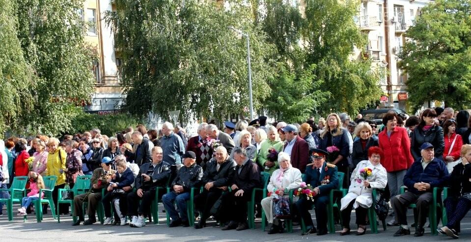 У Новомосковську святкування Дня міста розпочалося з вшанування жертв Другої світової , фото-1