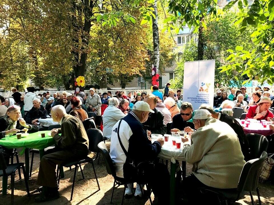 У Новомосковську до Дня міста пройшла акція «Вшануймо ветеранів», фото-2