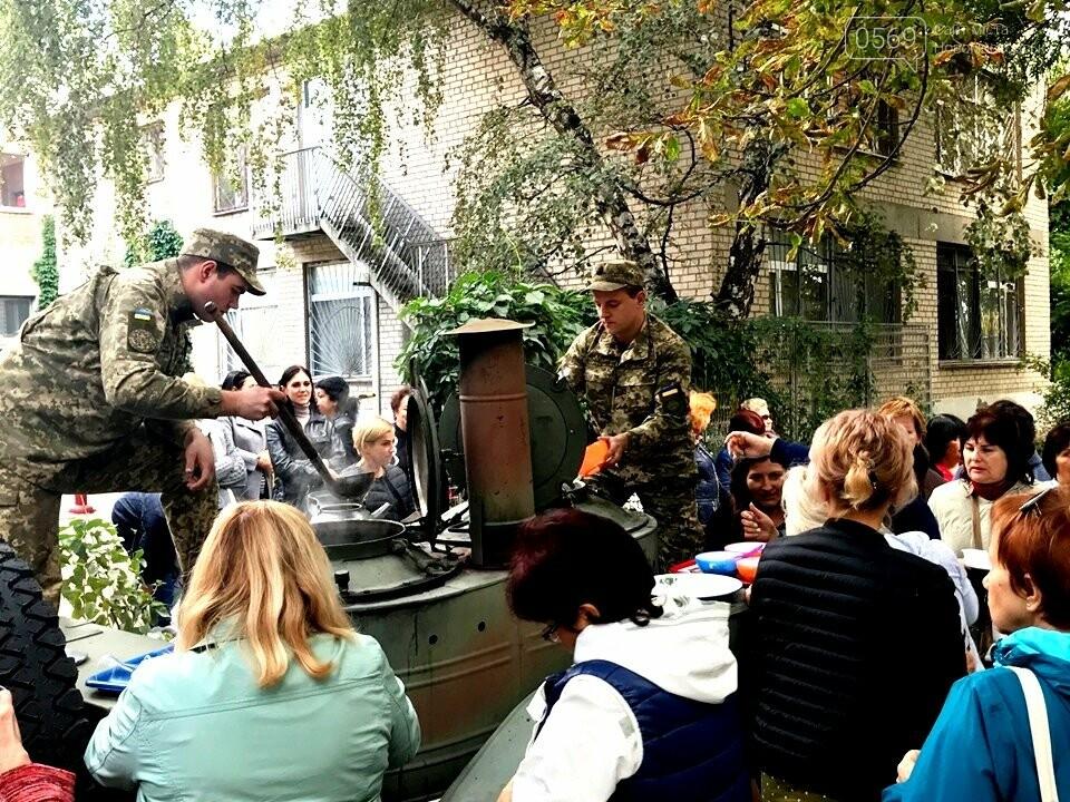 У Новомосковську до Дня міста пройшла акція «Вшануймо ветеранів», фото-1