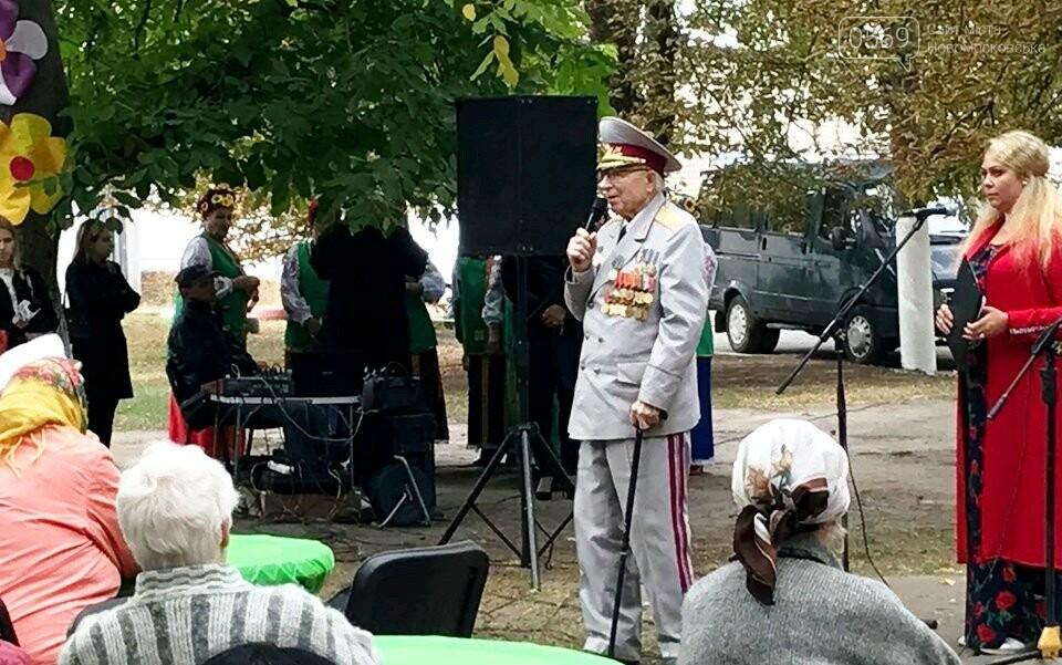 У Новомосковську до Дня міста пройшла акція «Вшануймо ветеранів», фото-3