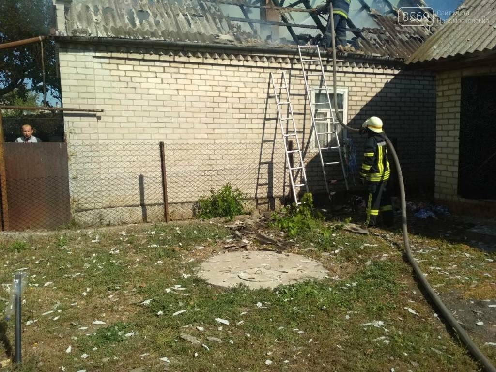 У Новомосковську згорів дах та перекриття господарчої споруди, фото-1