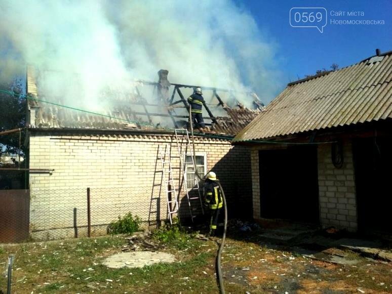 У Новомосковську згорів дах та перекриття господарчої споруди, фото-2