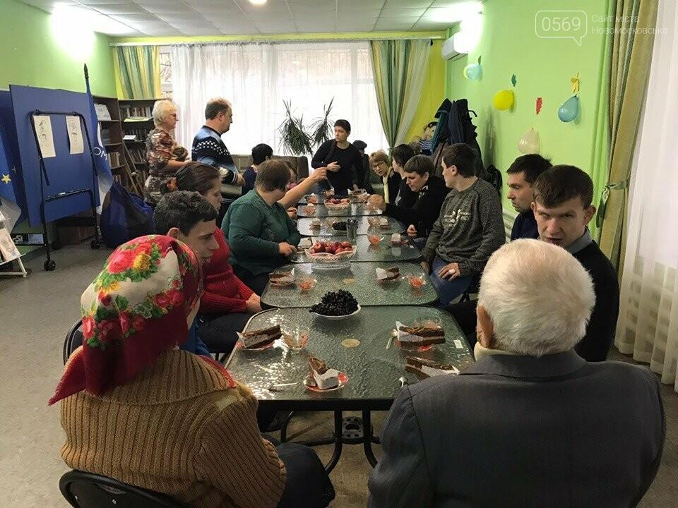 У Новомосковську Дню захисника України присвятили мистецьку виставку, фото-2