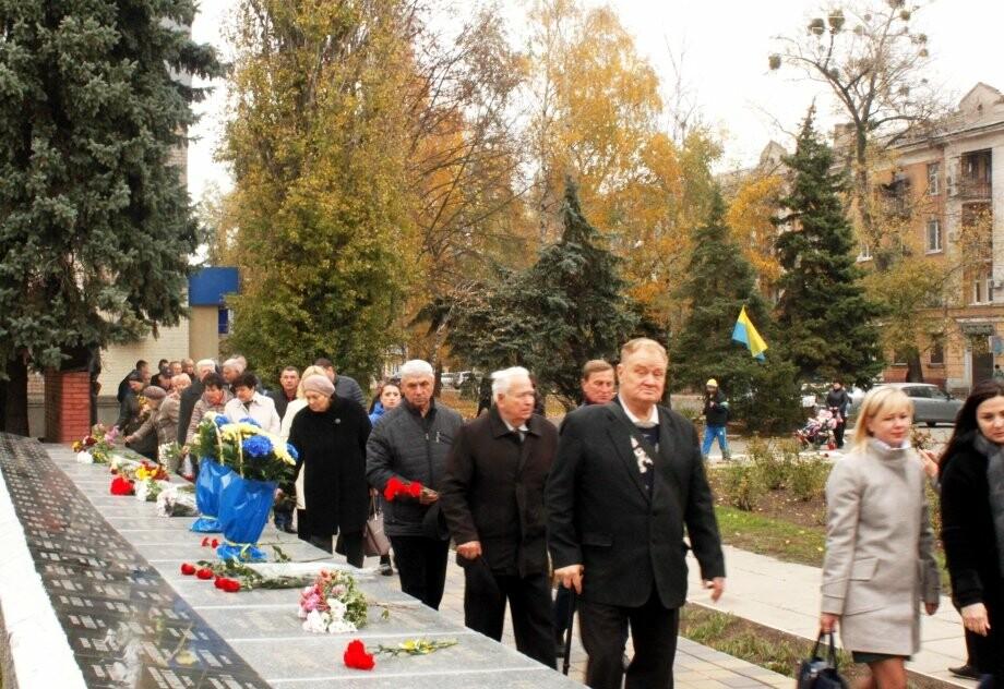 Новомосковці вшанували пам'ять загиблих у Другій світовій війні, фото-5