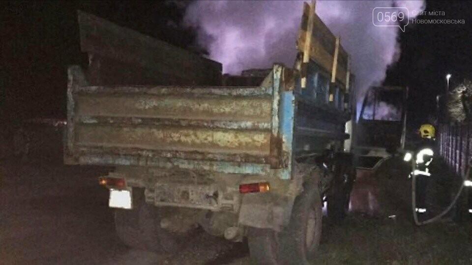 В одному з сіл Новомосковського району на ходу загорілася вантажівка, фото-1