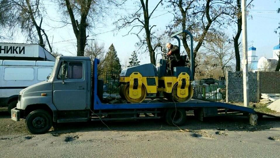 Мешканці Спаського, що на Новомосковщині, скинулися коштами і власноруч відремонтували сільську дорогу, фото-2