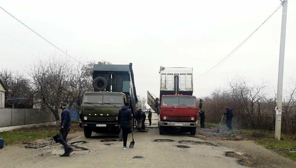 Мешканці Спаського, що на Новомосковщині, скинулися коштами і власноруч відремонтували сільську дорогу, фото-3