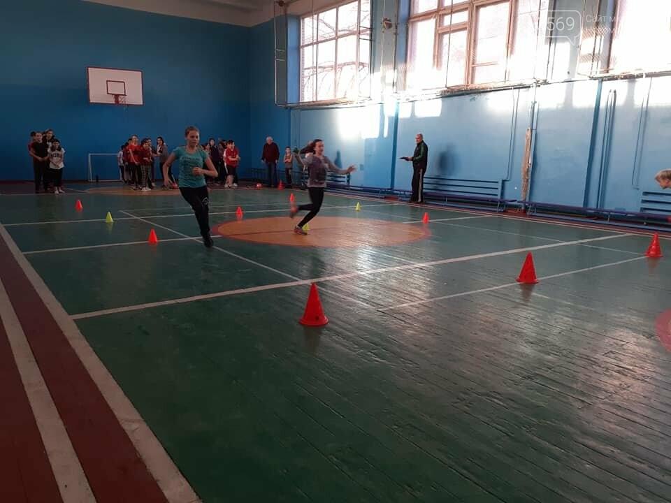 До Дня Святого Миколая у Новомосковську провели спортивні естафети, фото-1