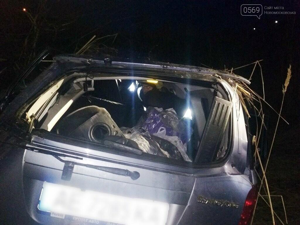 Внаслідок ДТП в Новомосковському районі постраждало 3 людини: стан їх тяжкий, фото-1
