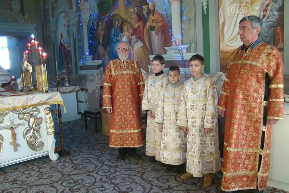 До свята Різдва у храмах та церквах Новомосковська відслужили Божественні літургії, фото-1