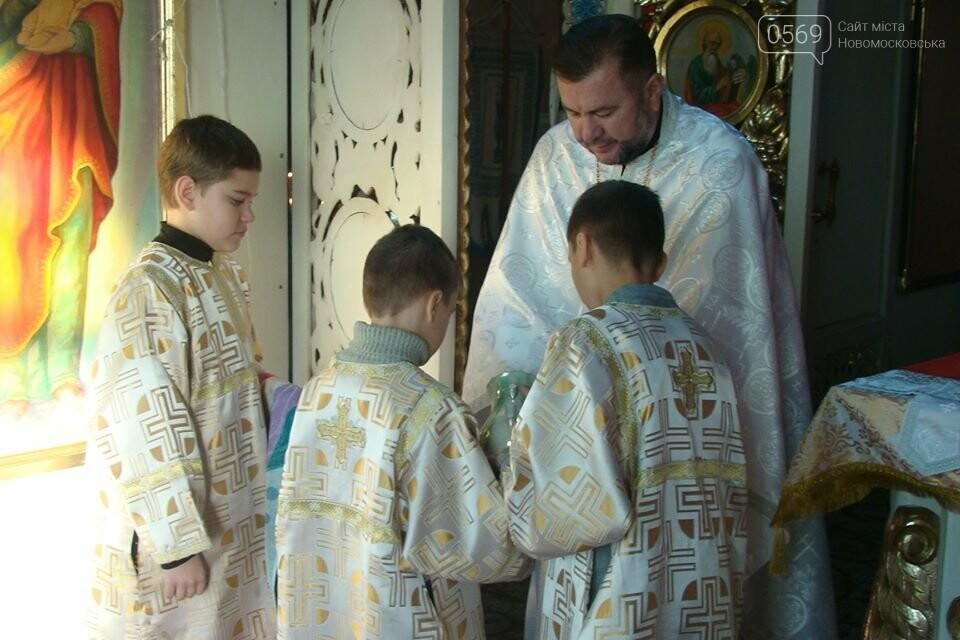 До свята Різдва у храмах та церквах Новомосковська відслужили Божественні літургії, фото-2