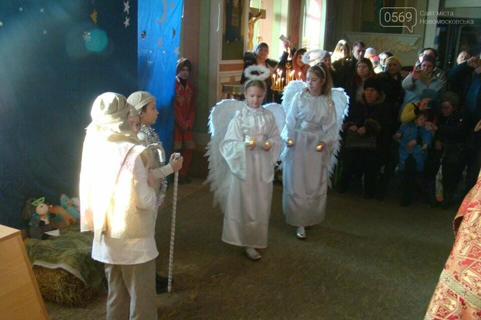 До свята Різдва у храмах та церквах Новомосковська відслужили Божественні літургії, фото-3