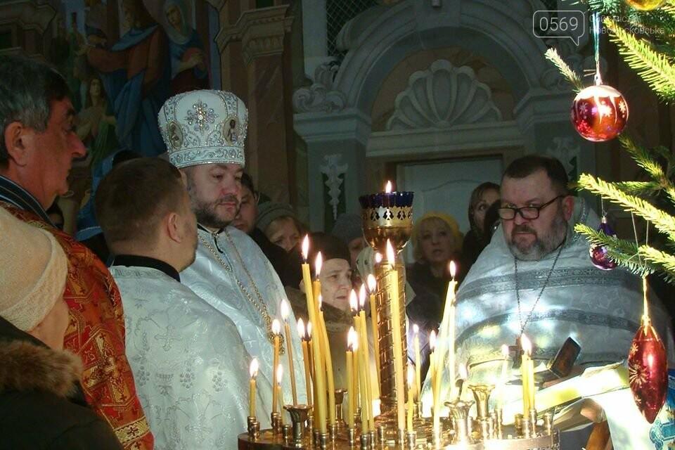 До свята Різдва у храмах та церквах Новомосковська відслужили Божественні літургії, фото-4