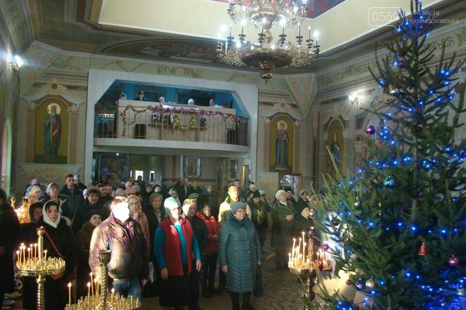 До свята Різдва у храмах та церквах Новомосковська відслужили Божественні літургії, фото-7