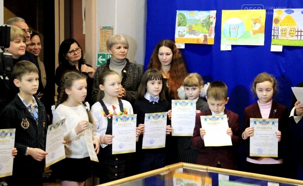 У Новомосковську відзначили кращих художників серед вихованців закладів освіти міста: фото, фото-6
