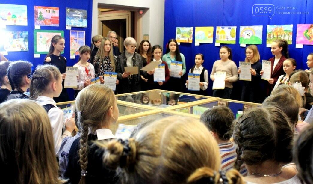 У Новомосковську відзначили кращих художників серед вихованців закладів освіти міста: фото, фото-11