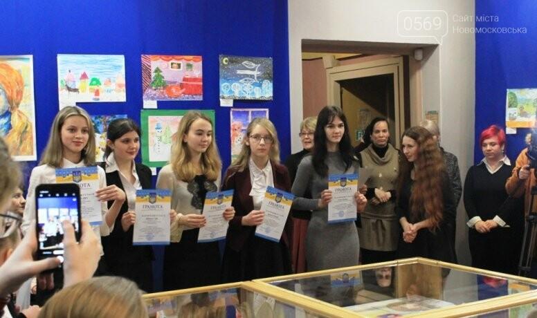 У Новомосковську відзначили кращих художників серед вихованців закладів освіти міста: фото, фото-10