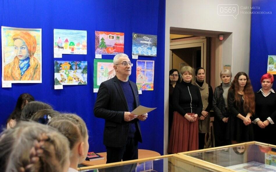 У Новомосковську відзначили кращих художників серед вихованців закладів освіти міста: фото, фото-12