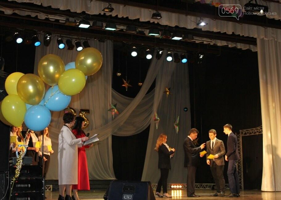 У Новомосковську найуспішніші учні отримали стипендії міського голови (фото), фото-12