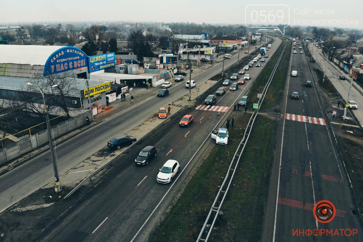 На трасі поблизу Новомосковська  автівка  збила на переході матір з дитиною, фото-1